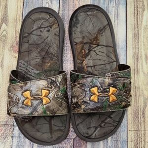 Under Armour camo slide on size 4Y